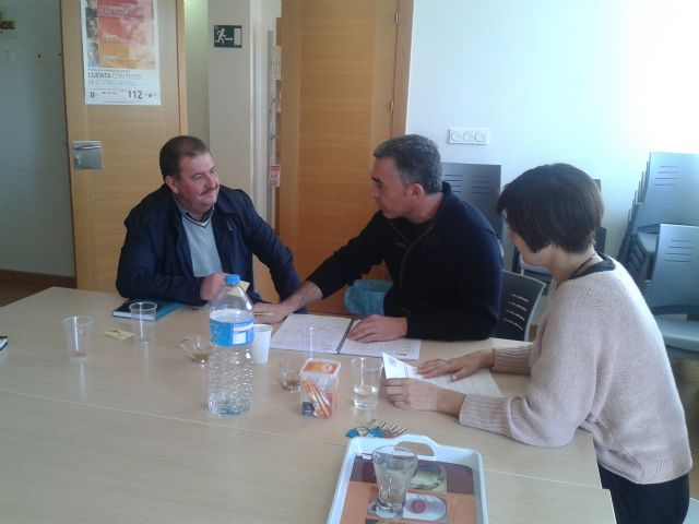 """The candidate for mayor of the PSOE in Totana meets with the group """"The Candle"""""""