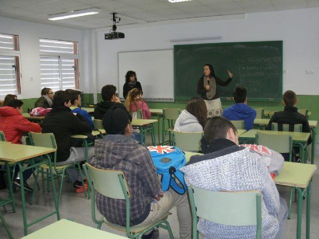 Técnicos del  Banco del Tiempo de San Javier imparten cinco charlas informativas en el IES Antonio Menárguez - 1, Foto 1