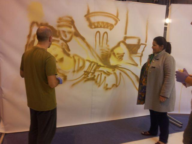 Lorca refuerza su campaña de promoción de la candidatura de los bordados de Semana Santa en Fitur con una muestra de grafitis con la imagen de mantos de Blancos y Azules - 1, Foto 1