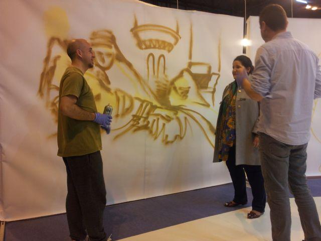 Lorca refuerza su campaña de promoción de la candidatura de los bordados de Semana Santa en Fitur con una muestra de grafitis con la imagen de mantos de Blancos y Azules - 2, Foto 2