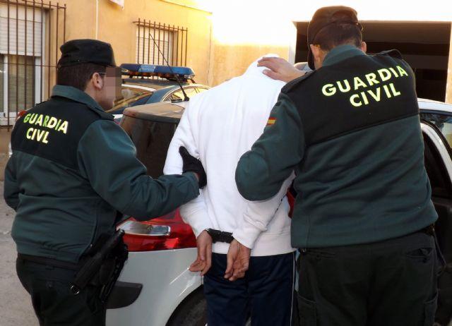 La Guardia Civil a un joven por la comisión de varios robos con violencia en Cieza - 1, Foto 1