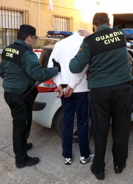 La Guardia Civil a un joven por la comisión de varios robos con violencia en Cieza - 2, Foto 2