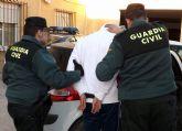 La Guardia Civil a un joven por la comisión de varios robos con violencia en Cieza