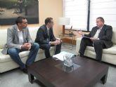 El consejero de Fomento se reúne con el alcalde de Ulea