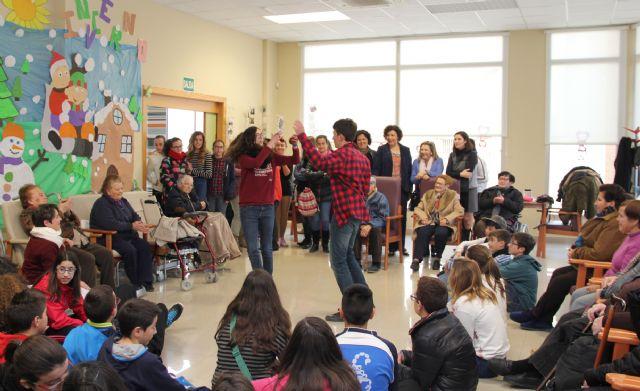 Alumnos del IES Rambla de Nogalte organizan un Banco Solidario de Tiempo con los mayores del Centro de Día - 2, Foto 2