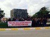 CCOO Enseñanza ha estado hoy presente en la concentraci�n en Alhama de Murcia en defensa de la Escuela p�blica y contra la concertaci�n de nuevas unidades escolares