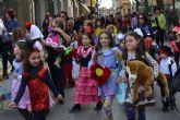 Los pequeños pinatarenses dan la bienvenida al Carnaval en una fiesta infantil