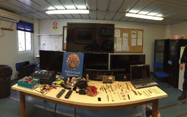 La Policía Local detiene a los presuntos autores de varios robos en una urbanización de Mazarrón, Foto 1