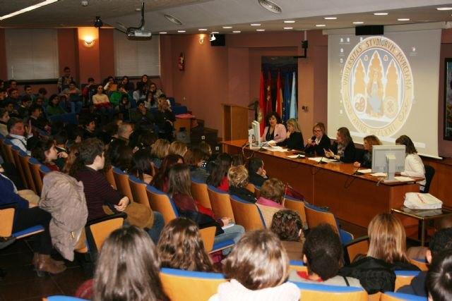 Más de 1.300 alumnos de 20 centros educativos de la Región participan durante este curso en el programa de mediación escolar, Foto 2