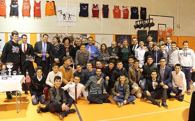 El CB Lumbreras premia a personas e instituciones por su compromiso con el deporte en su I Gala del Baloncesto, Foto 1