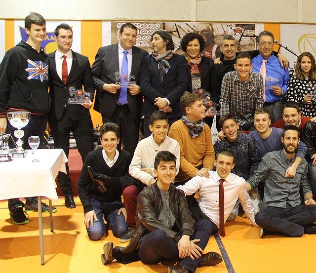 El CB Lumbreras premia a personas e instituciones por su compromiso con el deporte en su I Gala del Baloncesto, Foto 2