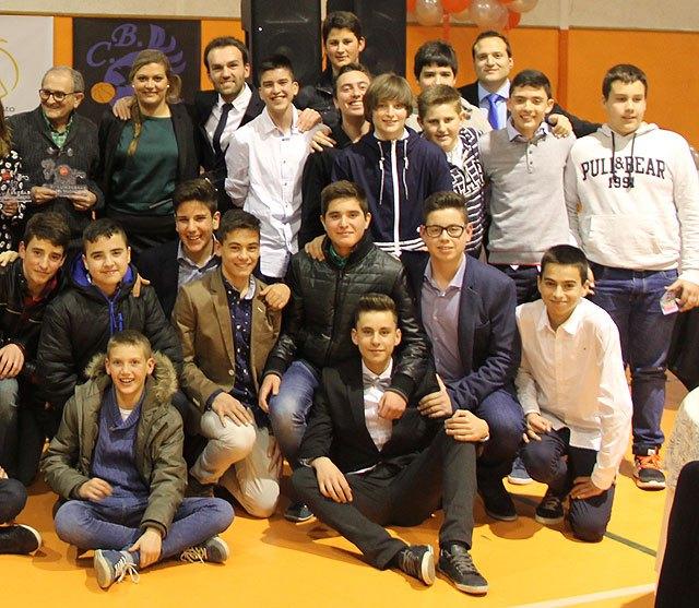 El CB Lumbreras premia a personas e instituciones por su compromiso con el deporte en su I Gala del Baloncesto, Foto 3