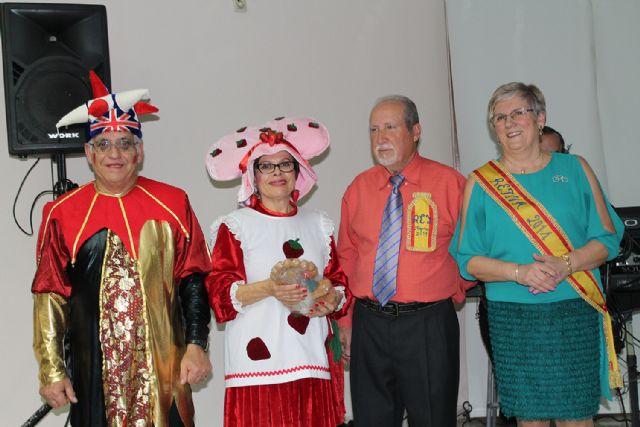 Los mayores celebran el Carnaval con disfraces y regalos, Foto 3