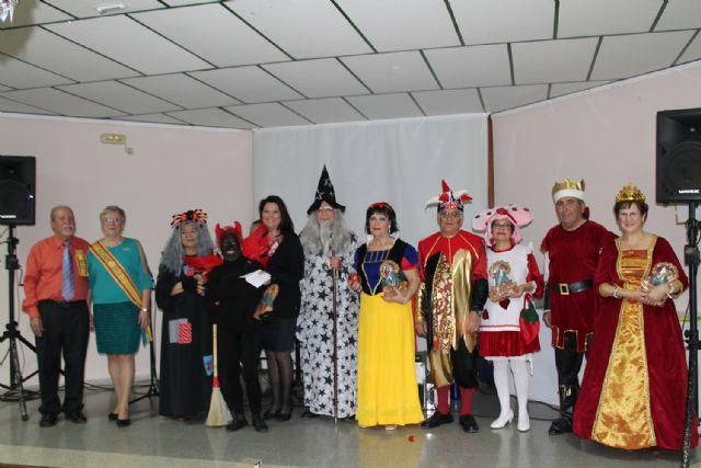 Los mayores celebran el Carnaval con disfraces y regalos, Foto 4