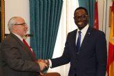 Un total de 36 profesionales guineanos especializarán su formación en la UCAM