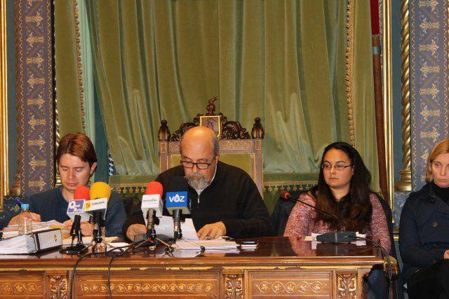 El pleno aprueba una moción conjunta en defensa de la igualdad de oportunidades entre hombres y mujeres, Foto 2