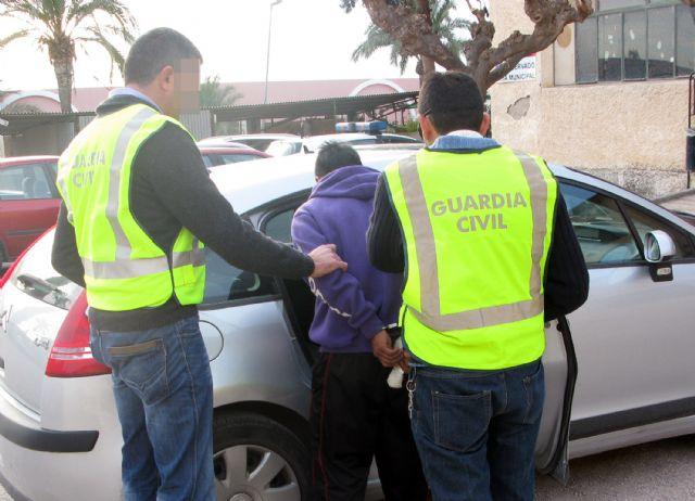 La Guardia Civil detiene a dos personas, vecinos de Totana, por robos en una docena de inmuebles de la urbanización Camposol