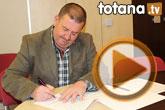 El candidato socialista a la alcaldía de Totana, Andrés García, firma 6 'compromisos irrenunciables' para crear empleo en el municipio