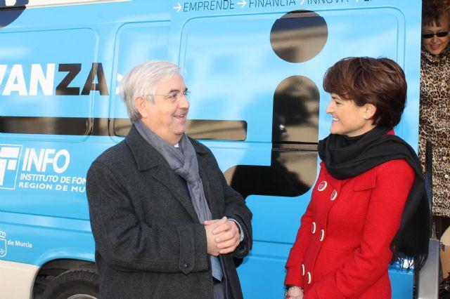 Numerosas empresas se asesoran ayer en la InfoMovil que visitó Jumilla - 3, Foto 3