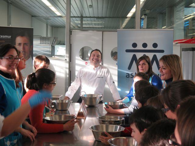 Taller de cocina en el CCT para niños de la Asociación Asteamur - 1, Foto 1