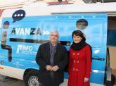 Numerosas empresas se asesoran ayer en la InfoMovil que visitó Jumilla