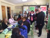 Mons. Lorca Planes visita la barriada de El Campico de Alcantarilla