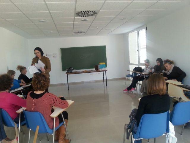 Comienza en Roldán un curso para mejorar las relaciones con las personas dependientes - 1, Foto 1