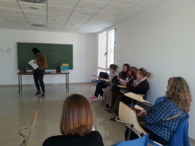 Comienza en Roldán un curso para mejorar las relaciones con las personas dependientes - 2, Foto 2