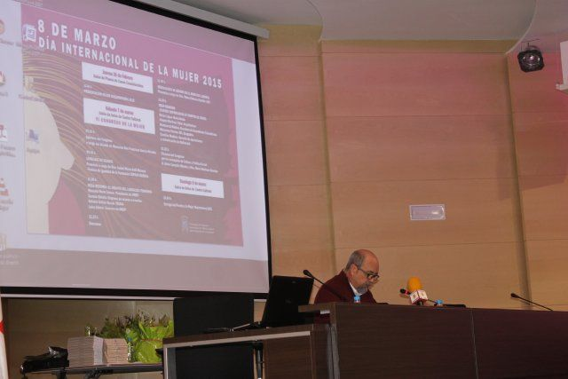 Instituciones y agentes sociales se implican en el VI Congreso de la Mujer, Foto 1