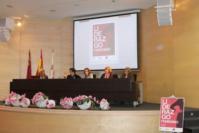 María Antonia Martínez y Gutiérrez Cortines reflexionan sobre el papel de la mujer en la vida pública, Foto 4