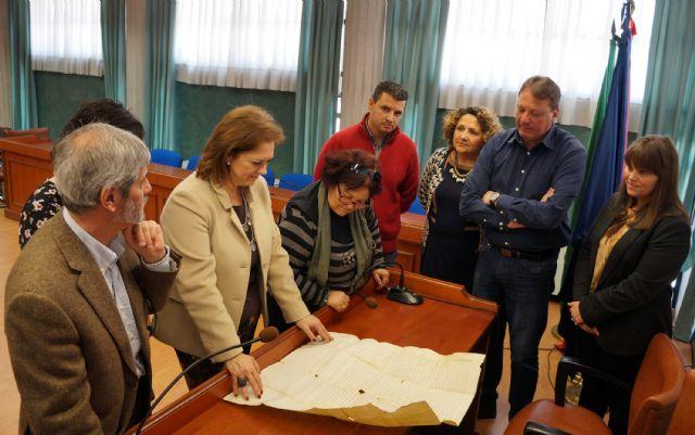 El Ayuntamiento deposita en el Archivo de la Región de Murcia la carta de venta del señorío de Ceutí del siglo XIV - 2, Foto 2