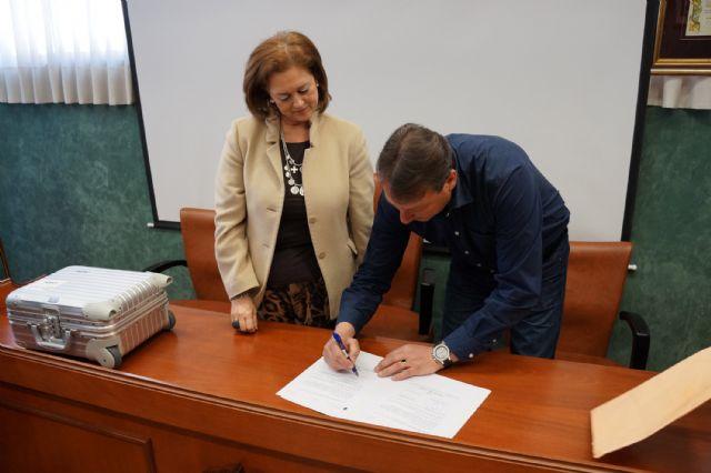 El Ayuntamiento deposita en el Archivo de la Región de Murcia la carta de venta del señorío de Ceutí del siglo XIV - 5, Foto 5