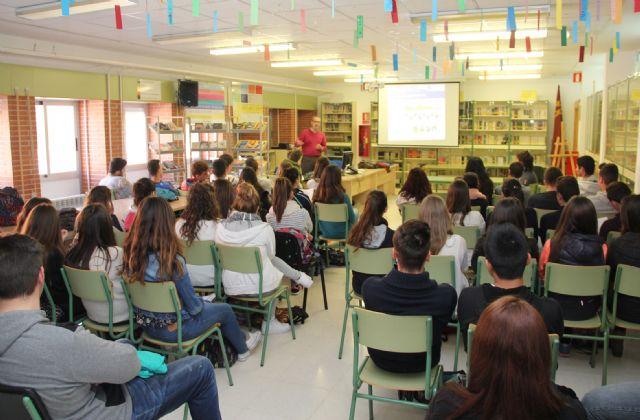 Los alumnos del IES Rambla de Nogalte reciben una charla sobre el uso responsable del agua - 1, Foto 1