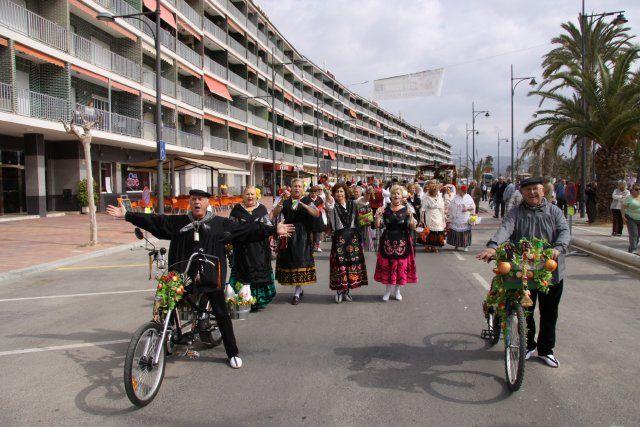 Un pasacalles huertano y un desfile de modelos animan las fiestas de San José, Foto 3