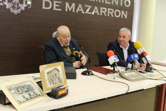 Mateo García dona al archivo municipal 100 nuevas diapositivas, Foto 1