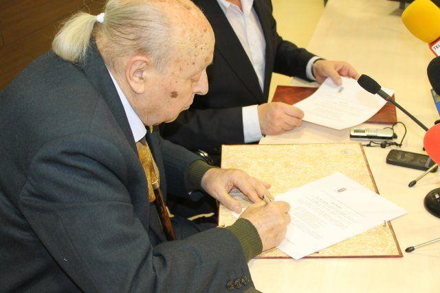 Mateo García dona al archivo municipal 100 nuevas diapositivas, Foto 2