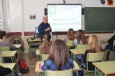 La concejalía de Consumo trabaja el consumo sostenible con estudiantes de los institutos del municipio, y Aidemar