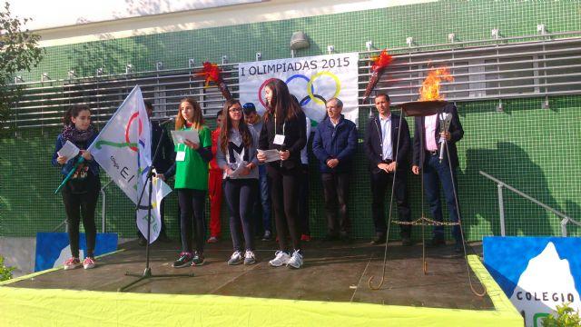 Los alumnos participantes en las I Olimpiadas del Colegio El Ope pasean la antorcha olímpica por las principales arterias de Archena - 2, Foto 2