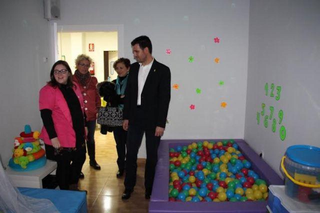 El alcalde de Alhama visita el Centro Multidisciplinar