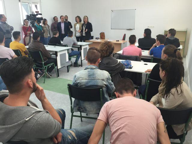 La alcaldesa de Torre-Pacheco y la subdirectora general de empleo visitan las obras del Centro del Conocimiento y de la Creatividad que fomenta el empleo juvenil - 2, Foto 2