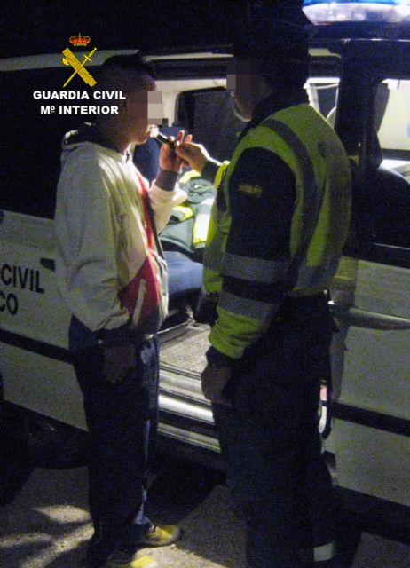 La Guardia Civil detiene a un conductor por circular en sentido contrario durante cuatro kilómetros - 1, Foto 1