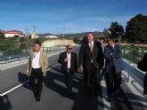 El consejero de Fomento y el alcalde de Moratalla inauguran el puente de la rambla del Comendador