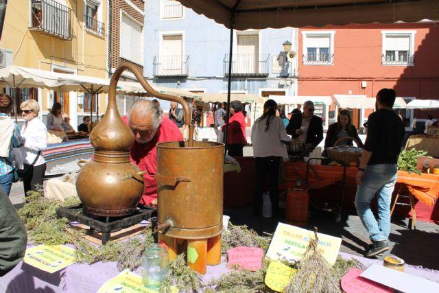 El Zacatín que coincide con el Domingo de Resurrección dedica su actividad a la destilación de plantas aromáticas - 1, Foto 1
