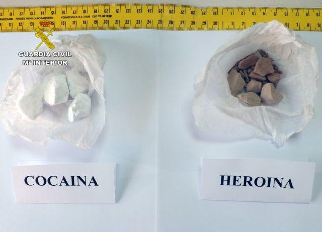 La Guardia Civil desmantela un grupo delictivo dedicado al tráfico de drogas en Blanca - 2, Foto 2