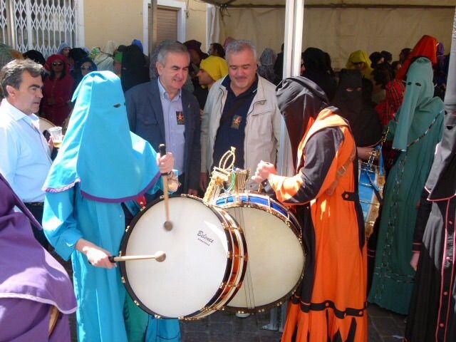 González Tovar muestra su apoyo y compromiso para que la Fiesta del Tambor de Moratalla obtenga la declaración de Fiesta de Interés Turístico Nacional - 1, Foto 1