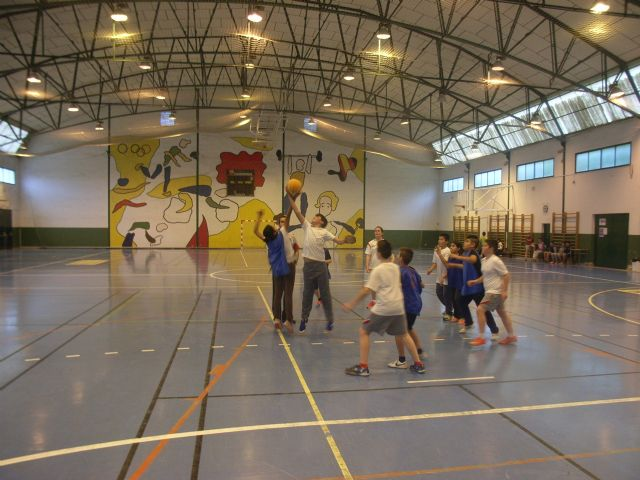 Basketball teams and Futsal Alevín the Reina Sofía College to qualify for the Finals Phase Inter School Sports