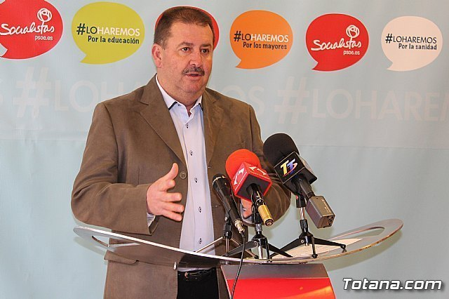 Andrés García opposes the privatization of civil registration of Totana