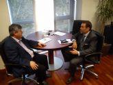 MC presenta en braille su Programa de Gobierno al director de la ONCE en Cartagena