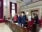 El Pleno guarda un minuto de silencio por las víctimas del naufragio en el Mediterráneo y del terremoto de Nepal