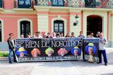 ´Se ríen de nosotros´. Empleados municipales se concentran en la Glorieta para reclamar la recuperación de las condiciones de trabajo
